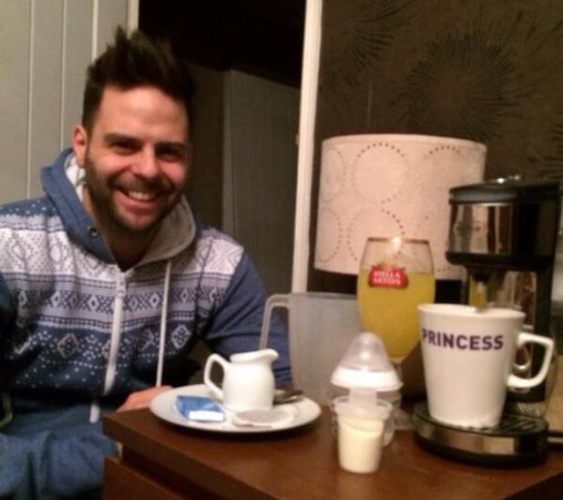 5ive's Scott Robinson does the night feed with his twins - 25 Feb 2014
