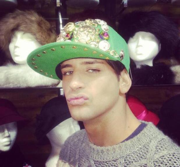 Ollie Locke poses in snapback cap, references Dappy - 27.2.2014