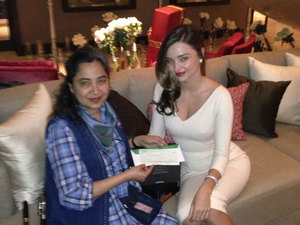 Miranda Kerr presents a cheque for US$100,000 to Soraida Salwala, Founder & Secretary General of the Friends of the Asian Elephant 20 Feb 2014