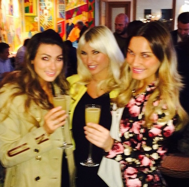 Lusia Zissman poses with Sam and Billie Faiers after bumping into them in London. (6 March 2014).