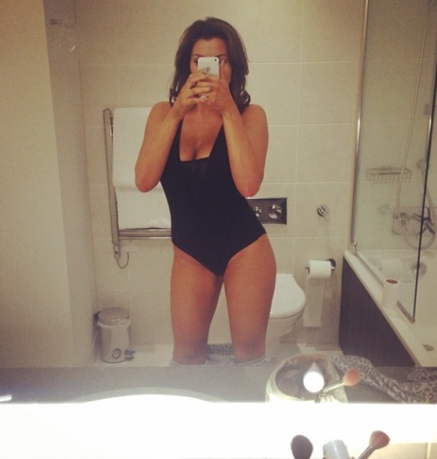 Jess Wright poses for a bathroom selfie.