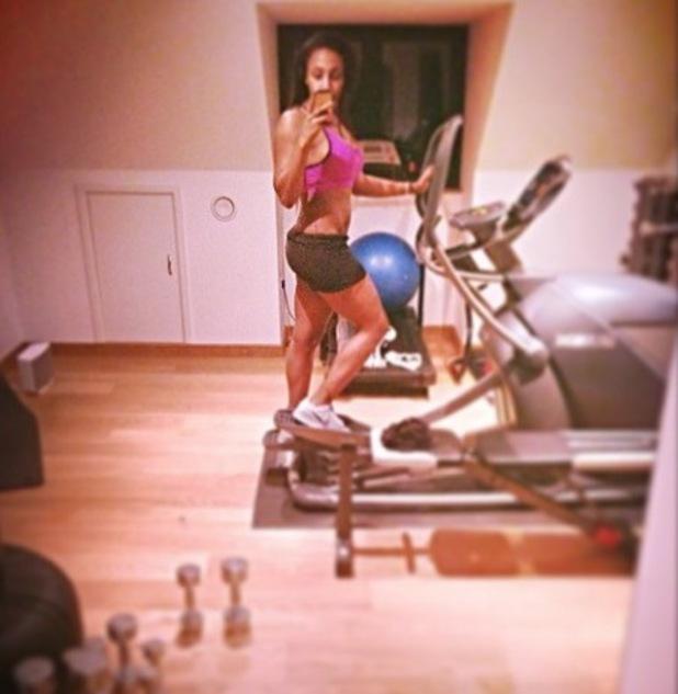 Alexandra Butrke shares workout selfie on cross trainer (10 March).