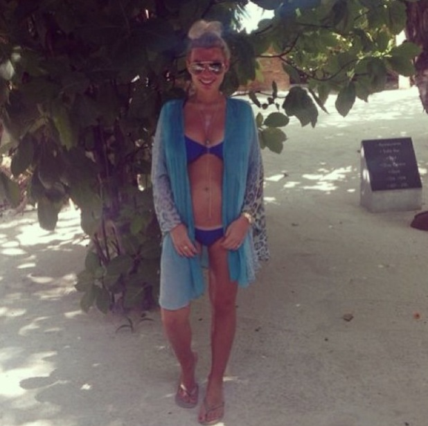 Billie Faiers shares new picture of baby bump taken during Maldives holiday - 18 March 2014
