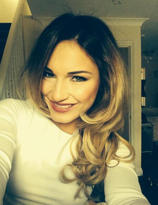 Samantha Faiers shows off new blow dry ahead of night out, 22 March
