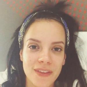Lily Allen posts no make-up video message on Instagram, 5 April 2014