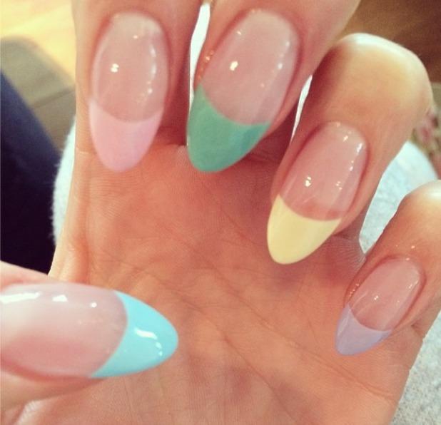 Jessie J pastel nails, 30 March 2014