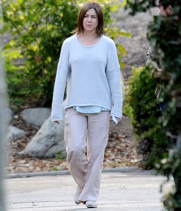 "Jennifer Aniston shows her natural beauty with no make up on the set of her new movie ""Cake"" with co star Sam Worthington filming in Pasadena Ca. 3 April 2014"
