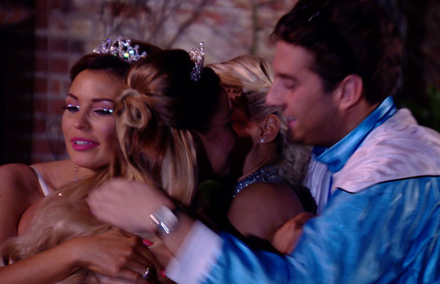 Sam Faiers leaves TOWIE for a break, finale episode of 11th series, airs 2 April 2014