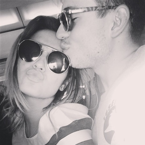Sam Faiers and Joey Essex cuddle in Instagram photo (6 April).