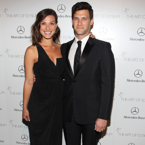 Justin Bartha and Lia Smith attend The Art of Elysium's 7th Annual HEAVEN Gala Presented By Mercedes-Benz At Guerin Pavilion at the Skirball Cultural Center