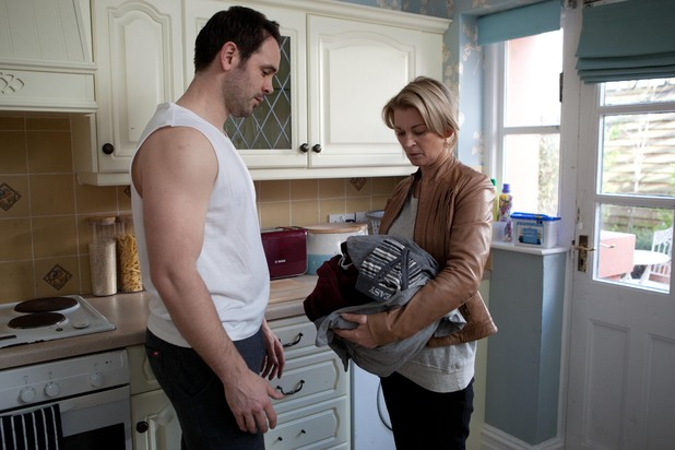 Hollyoaks, Joe's clothes covered in blood, Wed 23 Apr