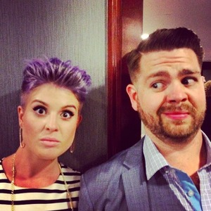 Kelly Osbourne shares picture of new shorter haircut in picture with brother Jack, 2 May 2014