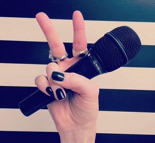 Gwen Stefani announces that she's joining The Voice US. (30 April)