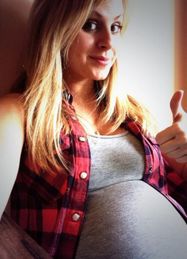 Tina O'Brien shows off her growing baby bump via Twitter picture, 8 May 2014