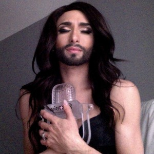 Conchita Wurst tweets picture with winning Eurovision trophy - 11 May
