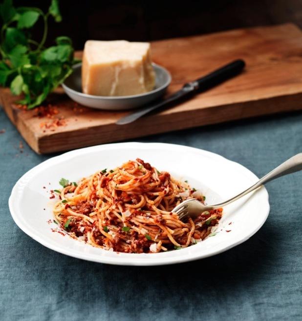 spicy spaghetti bolognaise by santa maria