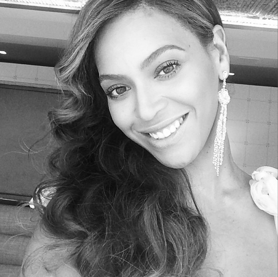 Beyoncé posts suspected bridesmaid shot for Kelly Rowland's wedding 10th May 14