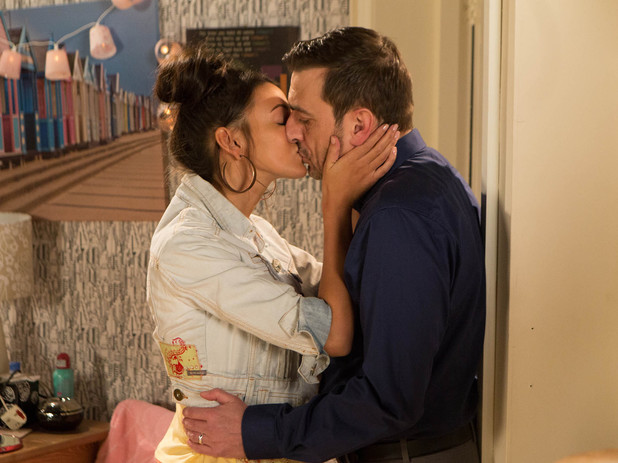 Corrie, Tina and Peter kiss, Wed 21 May
