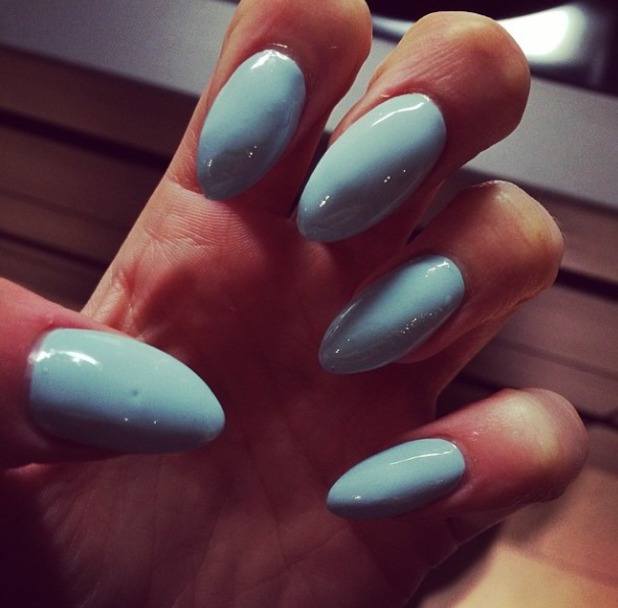 Jessie J shows off her baby blue pastel manicure, 2 May 2014