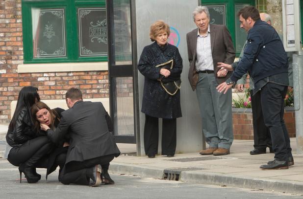 Corrie, Carla collapses, Wed 4 Jun