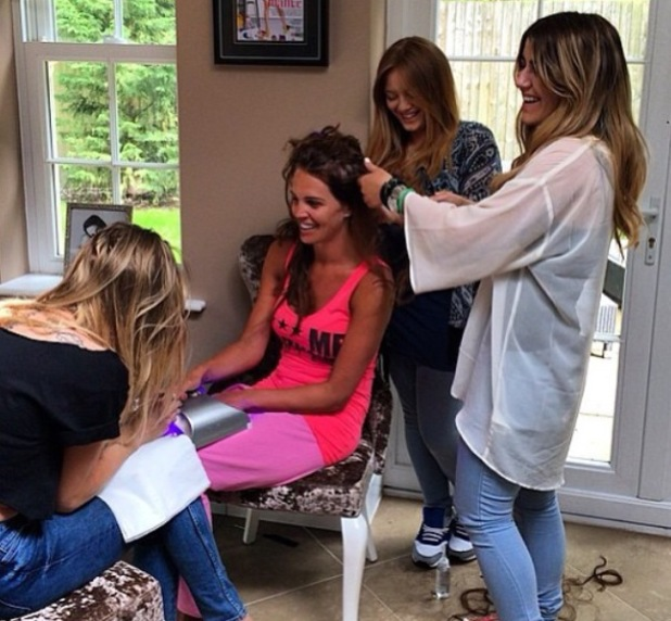 Danielle Lloyd has her hair extensions done for Las Vegas birthday trip - 2 June 2014