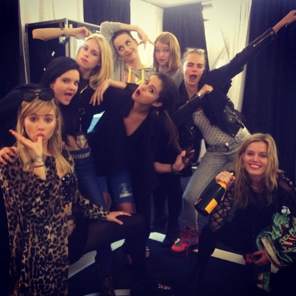 Cara Delevingne posts group selfie with Selena Gomez and Suki Waterhouse at Katy Perry concert - 31 May
