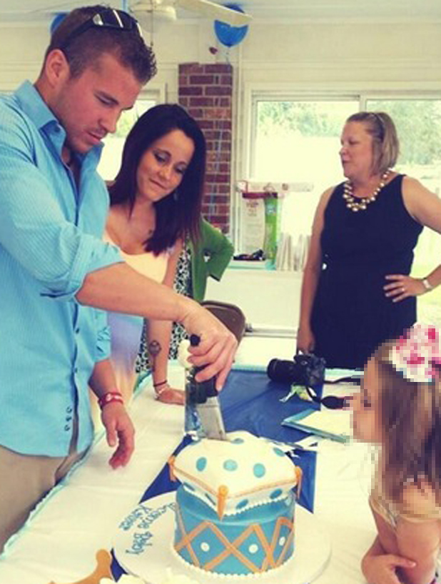 Teen Mom star Jenelle Evans celebrates baby shower ahead of due date, 1 June 2014