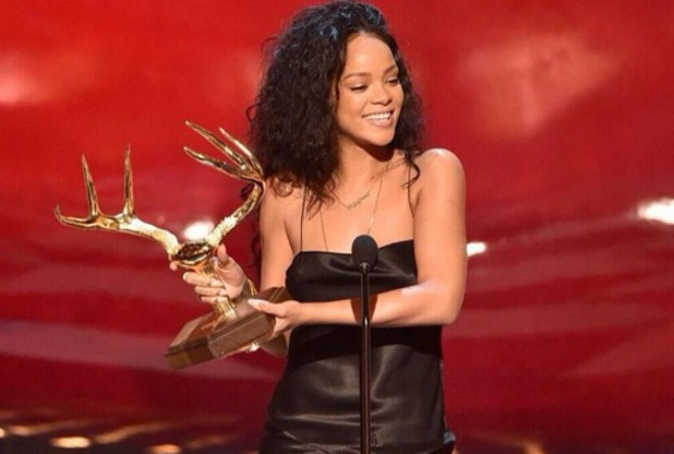 Rihanna at Guys Choice Awards, LA, Twitter, 7 June