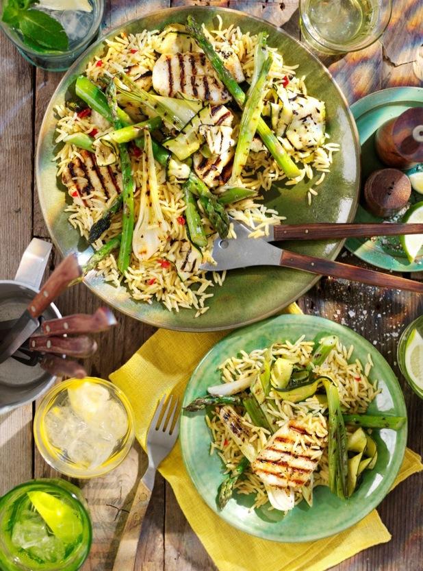 Spring onions, asparagus and halloumi salad with Brazilian rice