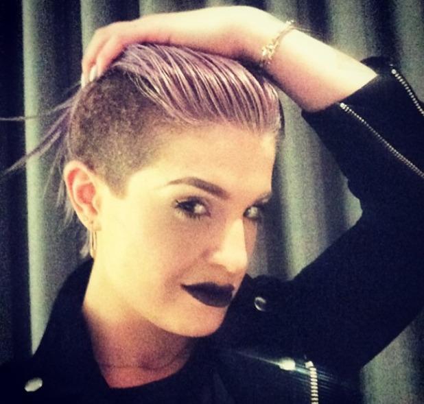 Kelly Osbourne works a super-dark, goth lipstick, 16 June 2014