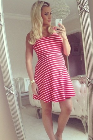 Billie Faiers shows off baby bump in throwback spa day picture = 23 June 2014
