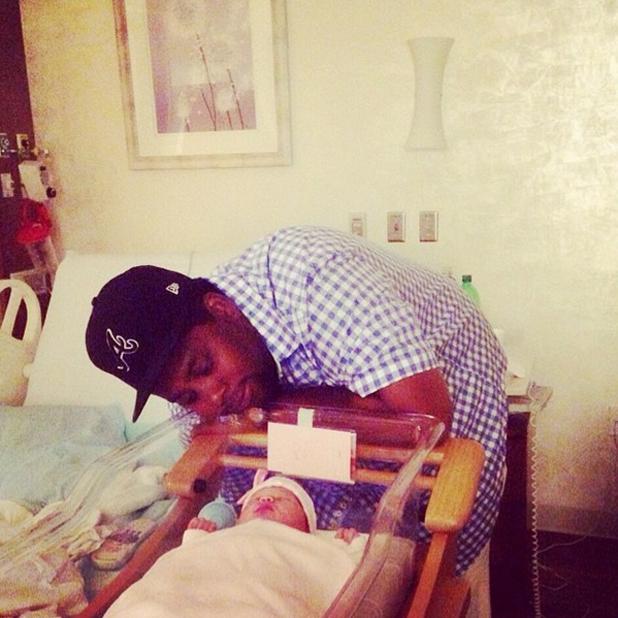 Kenan Thompson and his newborn daughter, June 2014