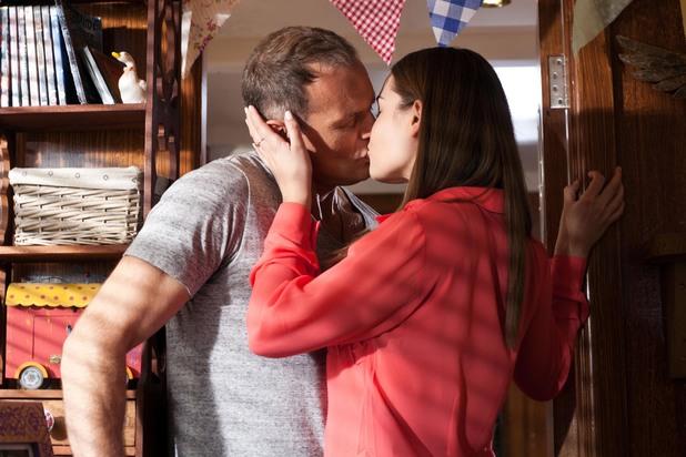 Hollyoaks, Sienna kisses Rick, Mon 7 Jul