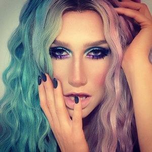 Kesha two tone hair, Instagram, 24 October 2013