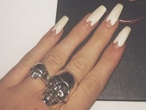 how to copy kylie jenner's white cutout triangle nail art