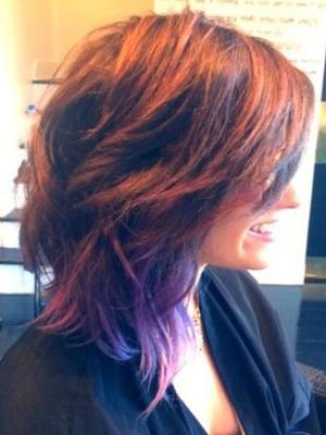 Demi Lovato shows off new short haircut in a Twitter picture - 25 July 2014