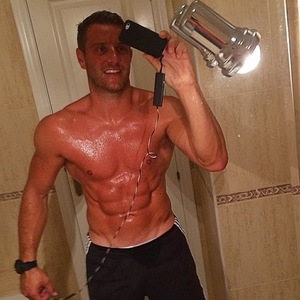 Elliott Wright shows off ripped six pack while on holiday in Alicante, Spain (6 August 2014).