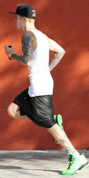 Justin Bieber takes a run in Hollywood, 9.8.14
