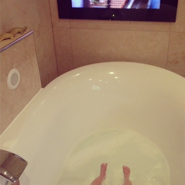 TOWIE's Billie Faiers gives a glimpse of baby Nelly in the bath - 4 August 2014