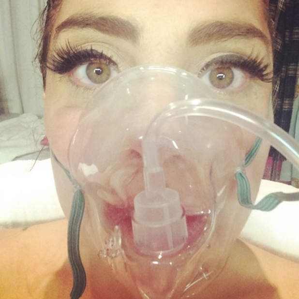 Lady Gaga hospitalised for altitude sickness, takes oxygen mask selfie (7 August).