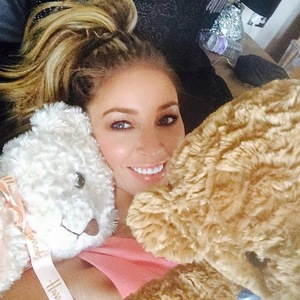 Lauren Pope cuddles up to teddies as she tells Lewis Bloor to hurry home, Instagram 12 August
