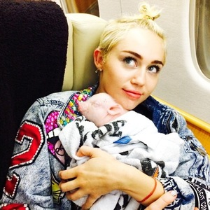Miley Cyrus brings piglet on tour with her, Instagram 11 August