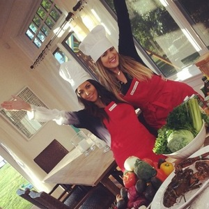 Kourtney Kardashian and Khloe Kardashian have a cooking lesson in The Hamptons - 16 August 2014