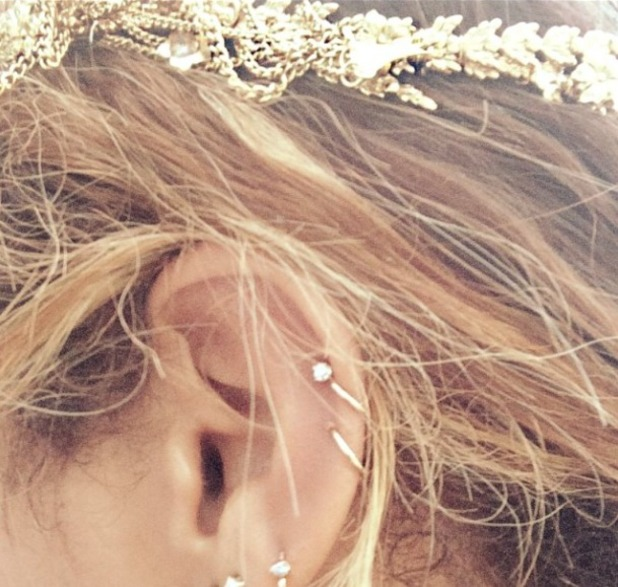 Beyoncé rocks gold head chain and countless earrings on Instagram, 19 August 2014