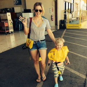 Hilary Duff and son Luca take helicopter to Hawaii, Instagram 28 August