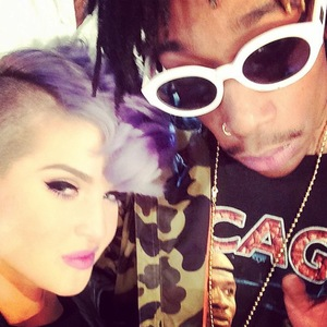 Kelly Osbourne poses for picture with Wiz Khalifa on the set of the Chelsea Lately finale on E! (26 August).