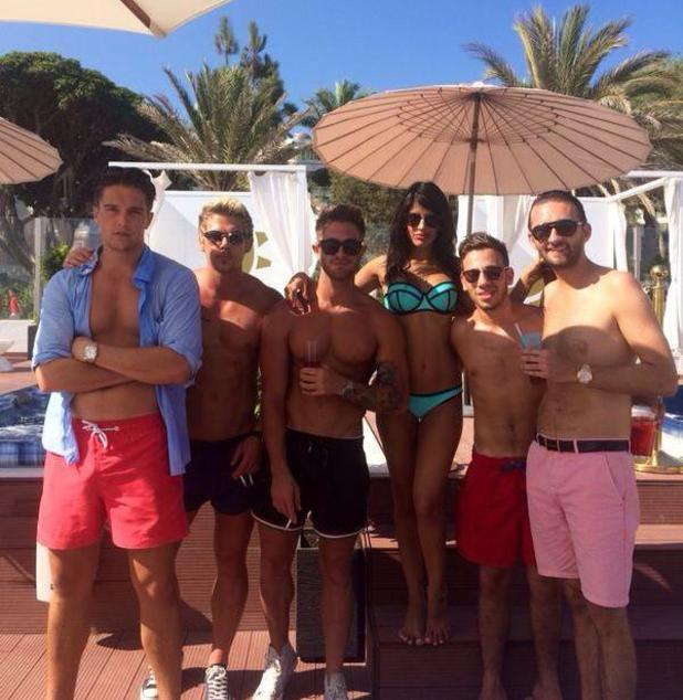 Jasmin Walia parties with boyfriend Ross Worswick and fellow TOWIE star Lewis Bloor in Marbella (27 August).