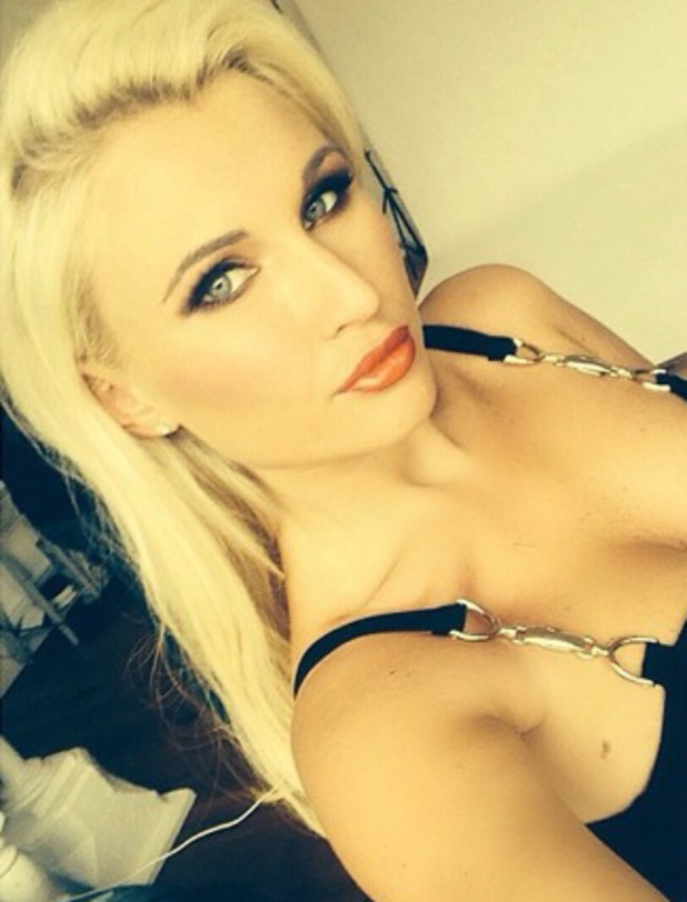 Billie Faiers takes selfie while on photoshoot, Instagram 27 August