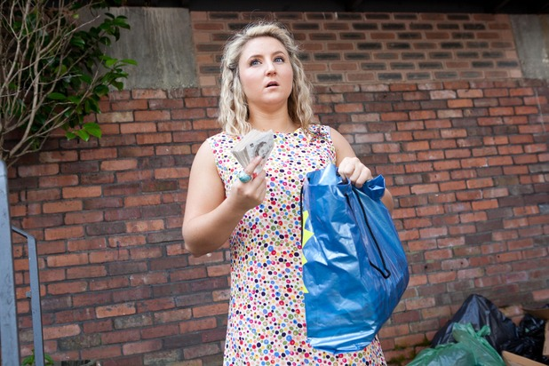 Hollyoaks, Esther finds cash, Wed 3 Sep