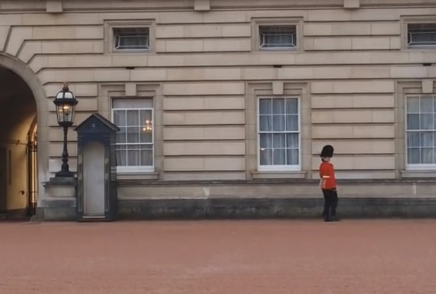 Pirouetting soldier outside Buckingham Palace